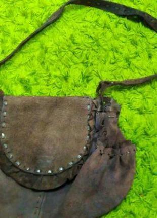 Натуральная замшевая коричневая сумка на длинной ручке