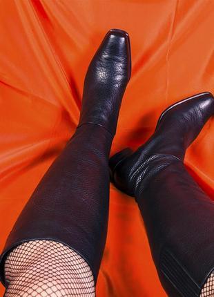 Высокие сапоги демисезонные на низком каблуке из натуральной кожи