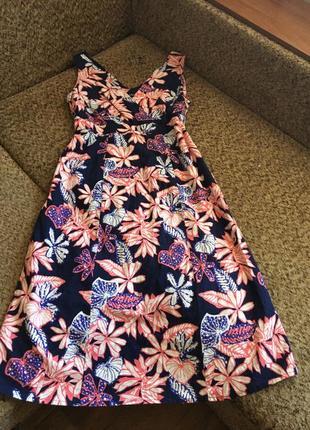 Яркое льняное платье миди