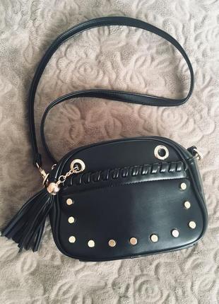 Черная сумочка кроссбоди