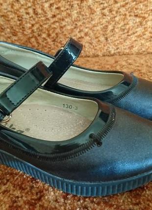 Красивые туфельки-босоножки на школьницу темно-синего цвета 28 размера