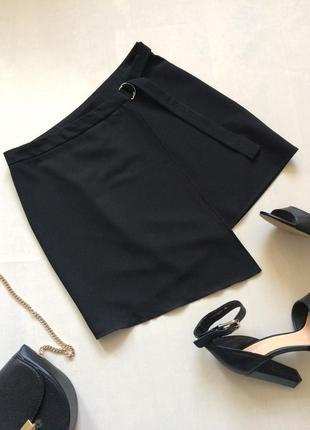Красивая чёрная прямая юбка назапах асимметричного кроя
