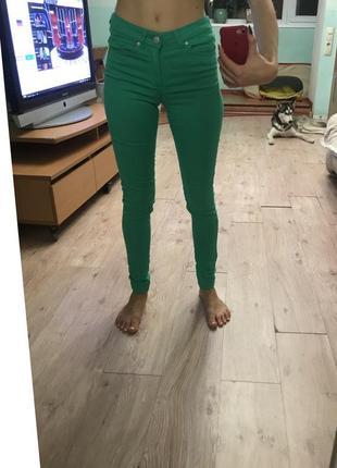 Джинсы зеленые h&m