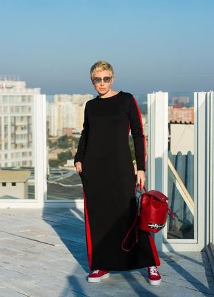 Черное трикотажное платье в стиле спорт-шик с красными вставками
