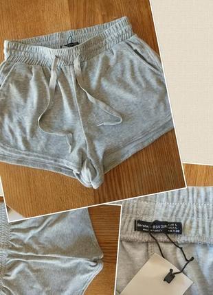 Фирменные качественные велюровые котоновые шорты.
