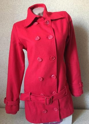 Яркое супер пальто красное