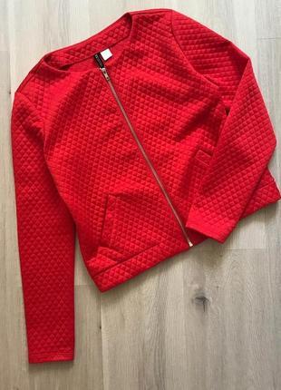 Курточка-бомбер насиченого кольору