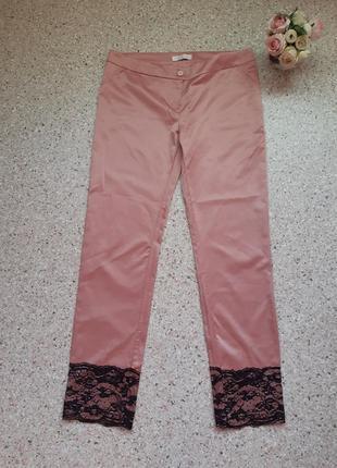Розовые атласные брюки в бельевом стиле