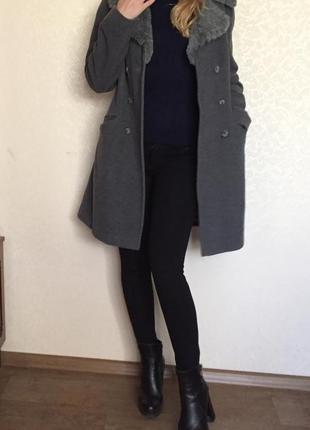 Пальто, актуального фасона.