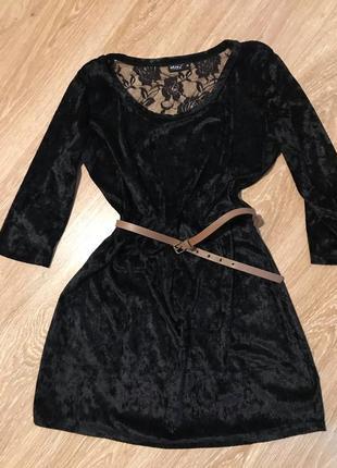 Черное велюровое платье свободного кроя