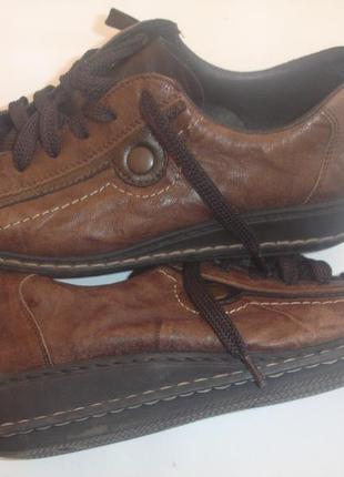 Фирменные reker кожаные туфли на 40 размер в новом состоянии