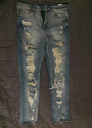 Рванные джинсы на высокой талии