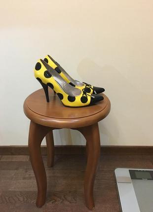 Супер туфли в горошек, состояние хорошее, лаковая кожа натуральная, колодка удобная