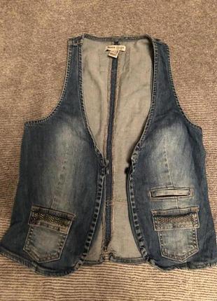 Модная новая джинсовая жилетка манго/mango сток размер s