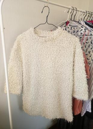Теплый стильный свитер