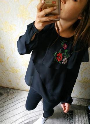 Красивая блузка вышиванка с цветами