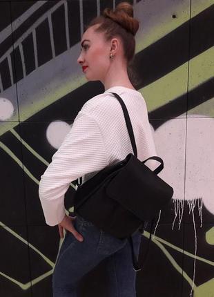 Маленький женский рюкзак чёрный для прогулок, учебы, города с экокожи