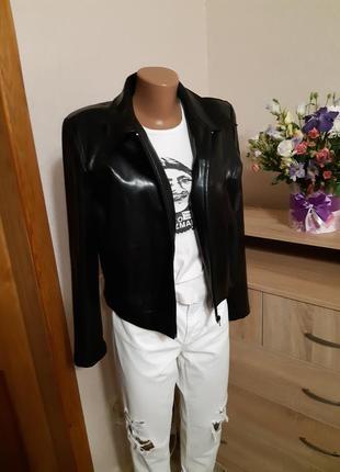 Лакированная черная куртка, косуха