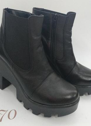 Чорні шкіряні челсі на каблуку/ чёрные кожаные челси на каблуке