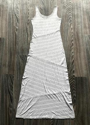 Новое серо-белое полосатое трикотаж длинное платье майка сарафан макси с разрезом esmara