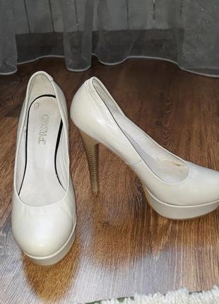 Нарядні туфлі 37 розмір абсолютно нові