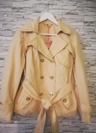 Красивая легкая курточка