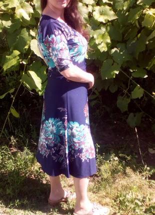 Темно-синее платье с мятными цветами2 фото
