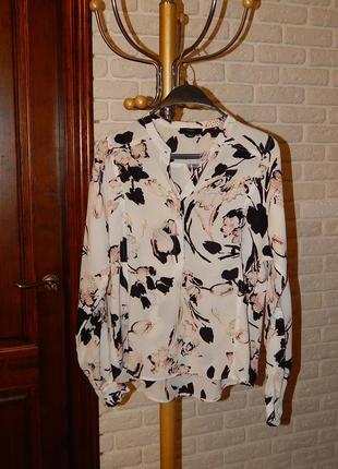 Белая блуза с цветочным принтом
