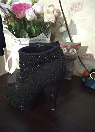 Шикарные женские ботинки.