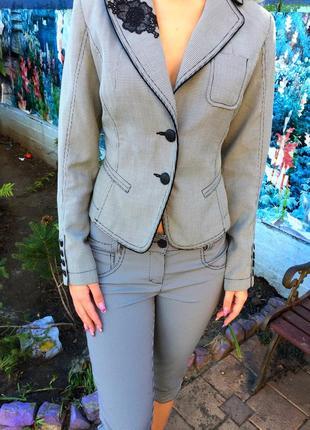 Продам модный и стильный костюм в клеточку cinemadonna