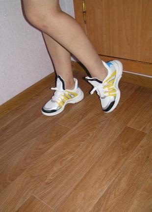 Продам кроссовки на массивной подошве 35р 37р 37,5р 39,5р хит сезона