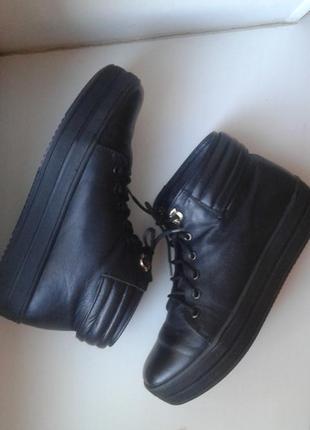 Кожаные зимние ботинки 39 размер