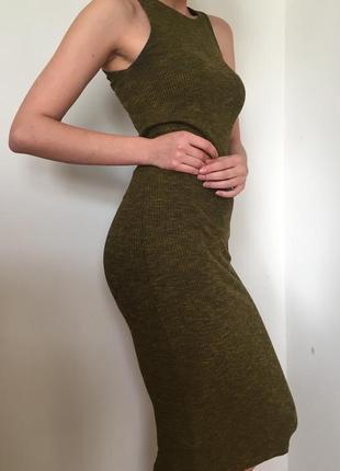 Приталенное платье stradivarius