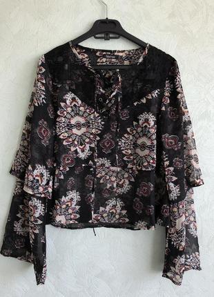 Блуза с клеш рукавом