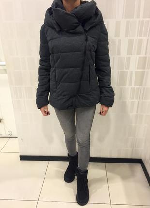 Серая демисезонная куртка курточка на синтепоне. amisu. размер м.