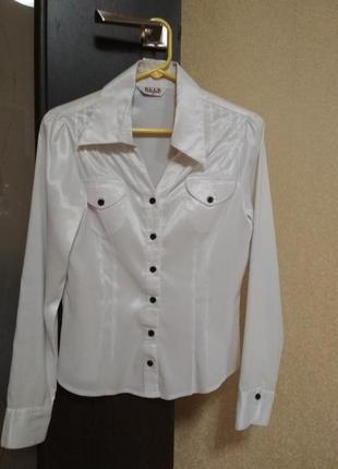 Белоснежная женская блузка/рубашка.