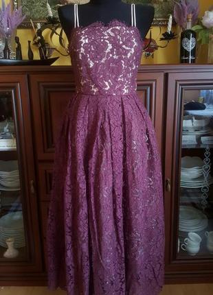 Шикарное кружевное пишное платье миди