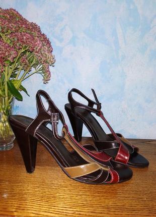 Красивые босоножки 39р. 25см. на каблуке обтянутом кожей туфли босоніжки с ремешком