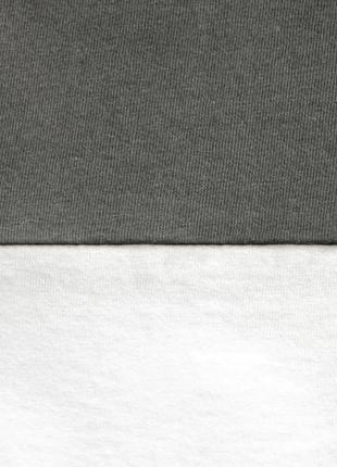 Женская графитово-белая укороченная футболка из 100%ного хлопка3