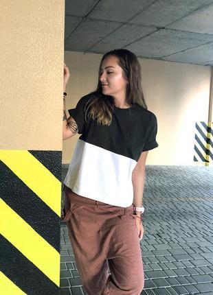 Женская графитово-белая укороченная футболка из 100%ного хлопка5