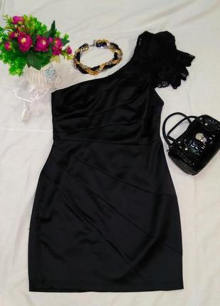 Вечернее черное платье на одно плечо с кружевами