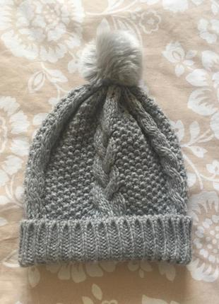 Шапка вязанная,шапка с бубоном,шапка женская