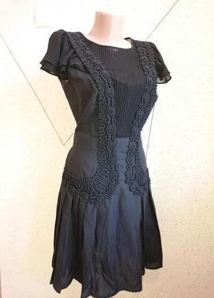 Шикарное платье с кружевом