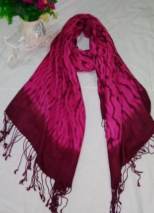 Малиновый бордовый шарф шаль