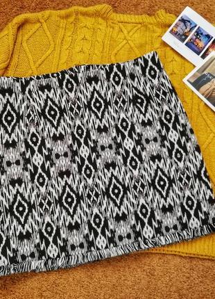 Актуальная твидовая юбка с орнаментом