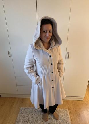 Бежевое пальто из шерсти и кашемира с капюшоном erich fend