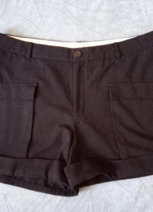 Классические шорты с накладными карманами