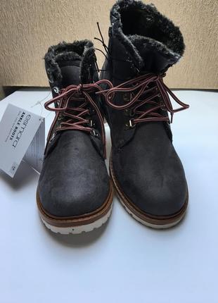 Женские  ботинки на меху размеры: 38,39