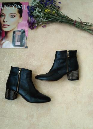 Невероятно крутые кожаные ботинки на красивом широком каблуке дорогого бренда