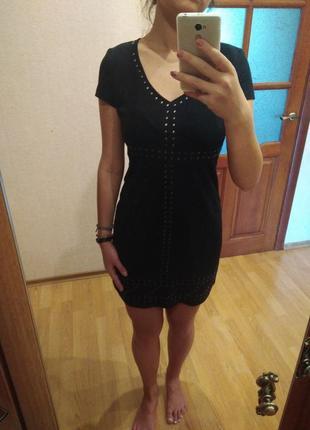 Чёрное стильное короткое платье